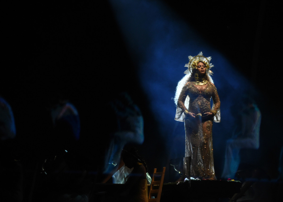 Beyonce Pregnant Grammys 2017 Performance Photo