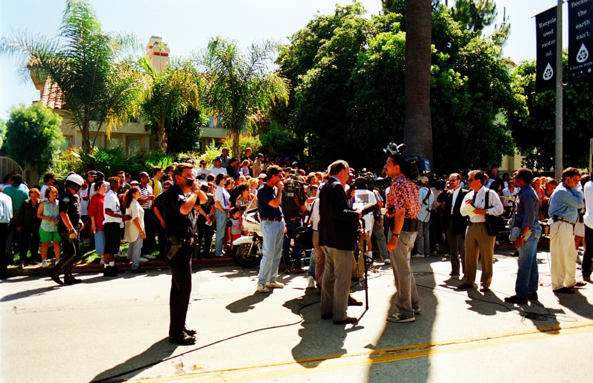 Crowds During the Nicole Brown Simpson Murder Scene