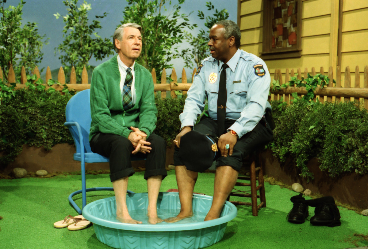 Mister Rogers and Officer Clemmons soaking their feet in a wading pool