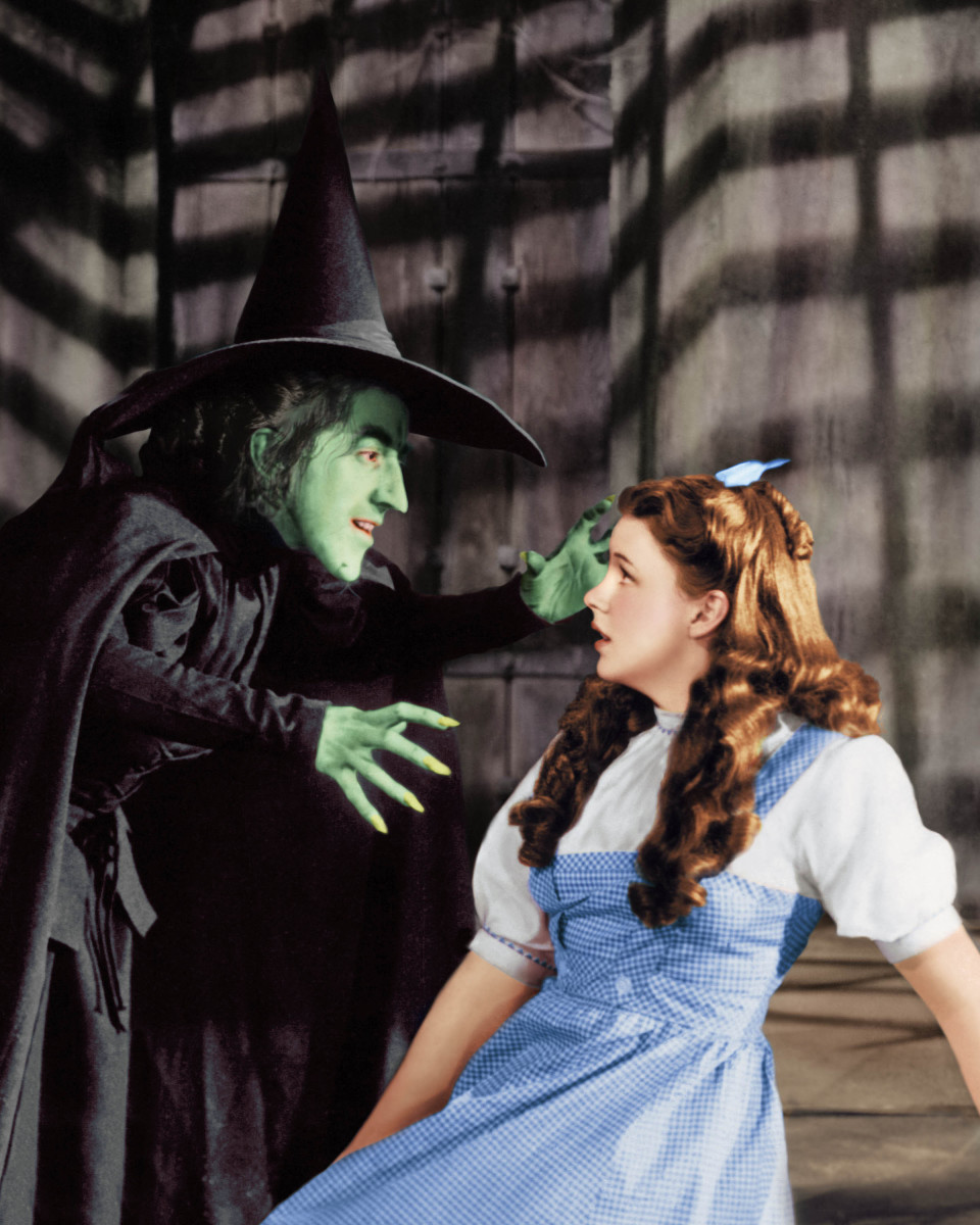 Margaret Hamilton as the Wicked Witch and Judy Garland as Dorothy Gale in 'The Wizard of Oz'