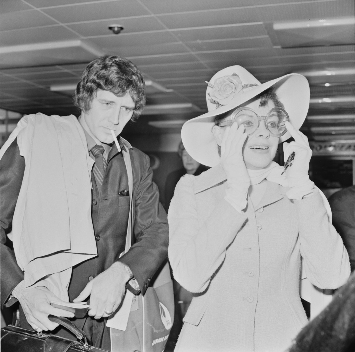 Judy Garland and Mickey Deans at Heathrow airport in 1969