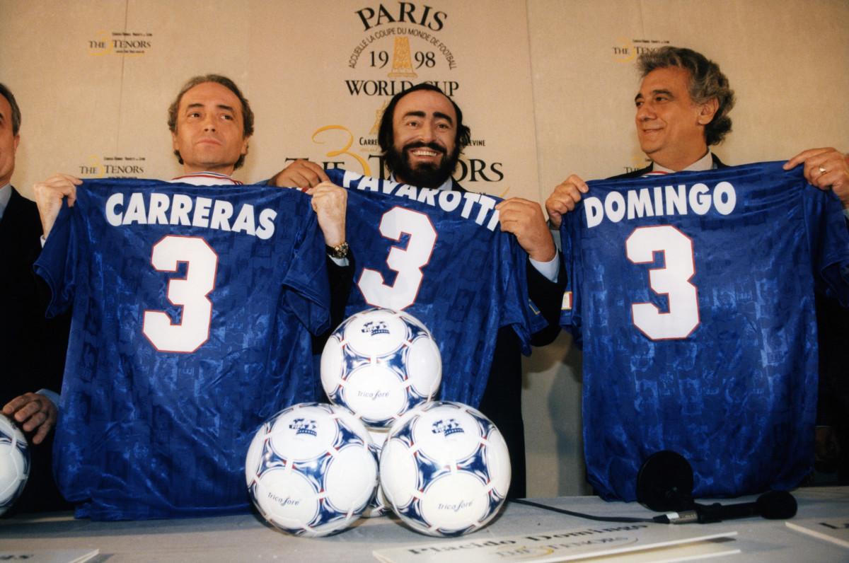 The Three Tenors holding soccer jerseys at the 1998 World Cup in Paris, France