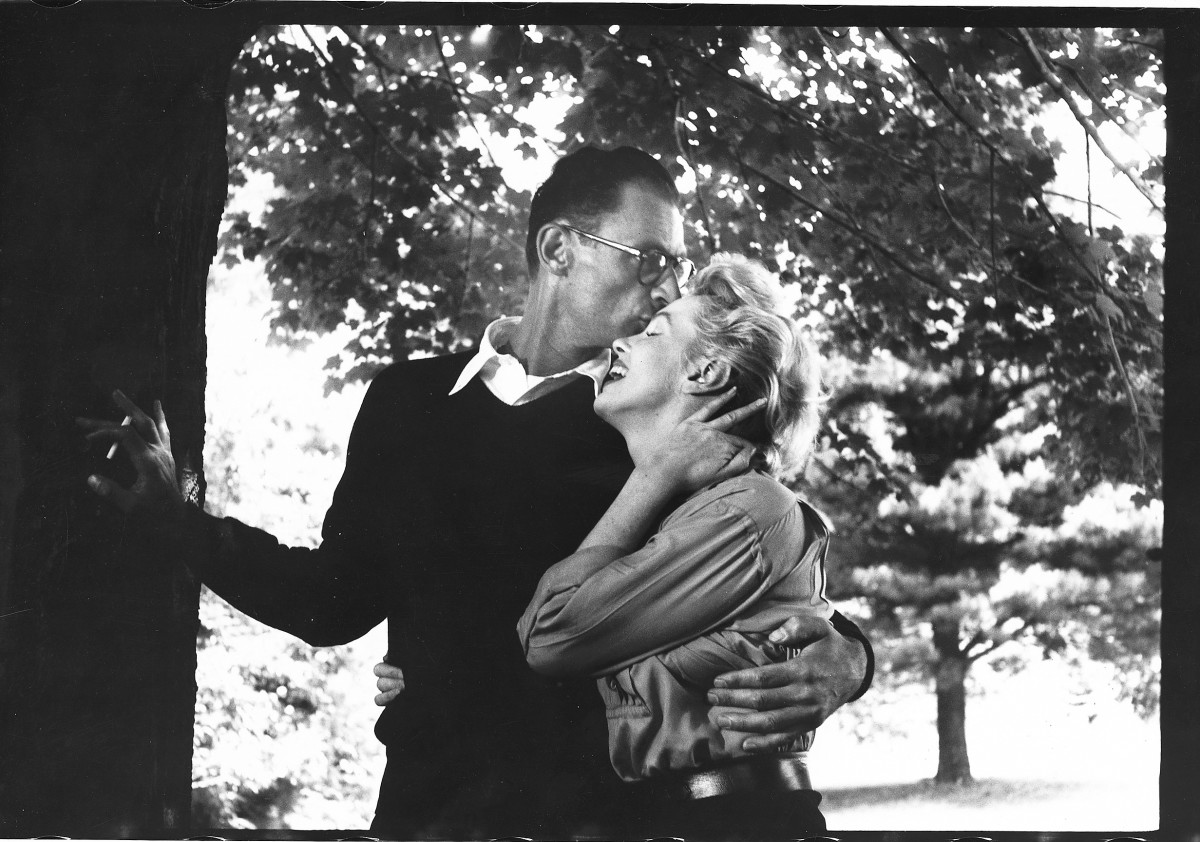 Arthur Miller kissing Marilyn Monroe on the forehead