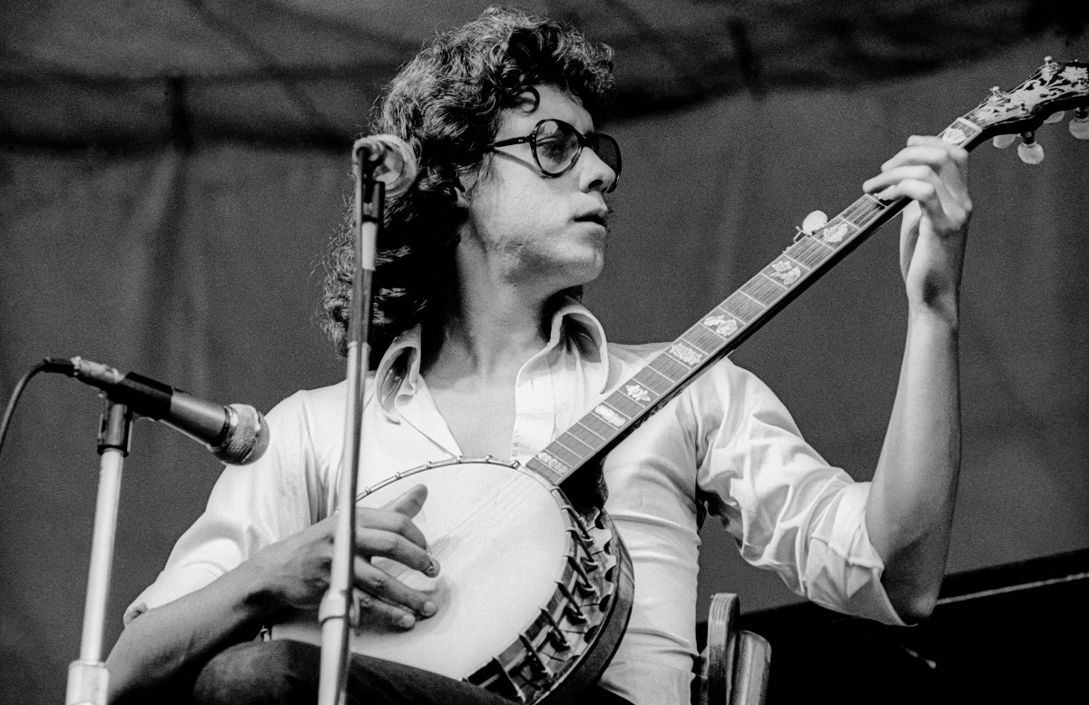 Arlo Guthrie plays banjo as he performs during the Schaefer Music Festival at Central Park's Wollman Rink, New York, New York, July 22, 1970