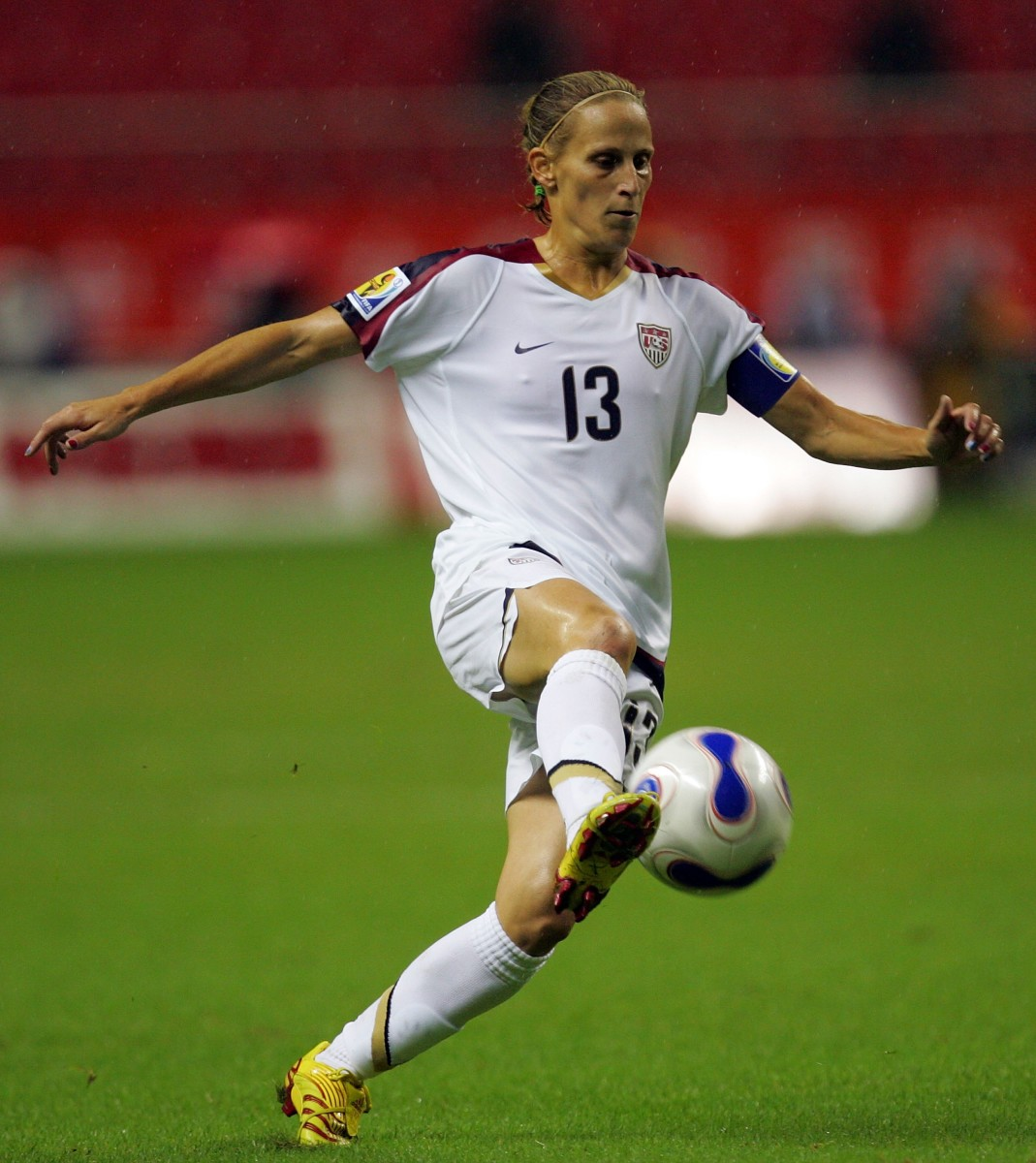 Kristine Lilly of U.S. moves the ball against Nigeria during the FIFA Women's World Cup 2007 Group B match at Shanghai Hongkou Football Stadium on September 18, 2007 in Shanghai, China