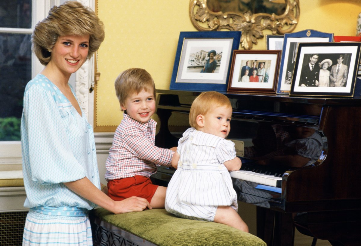 Princess Diana with Prince William and Prince Harry at the piano in Kensington Palace
