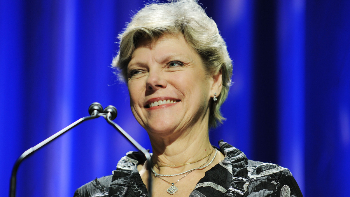 Cokie Roberts, Political Journalist and Best-Selling Author, Dies at 75