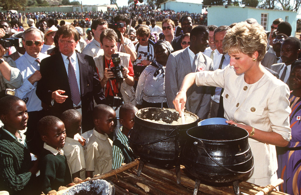 Princess Diana at the Nemazura feeding centre. a Red Cross project for refugees, in Zimbabwe, July 1993.