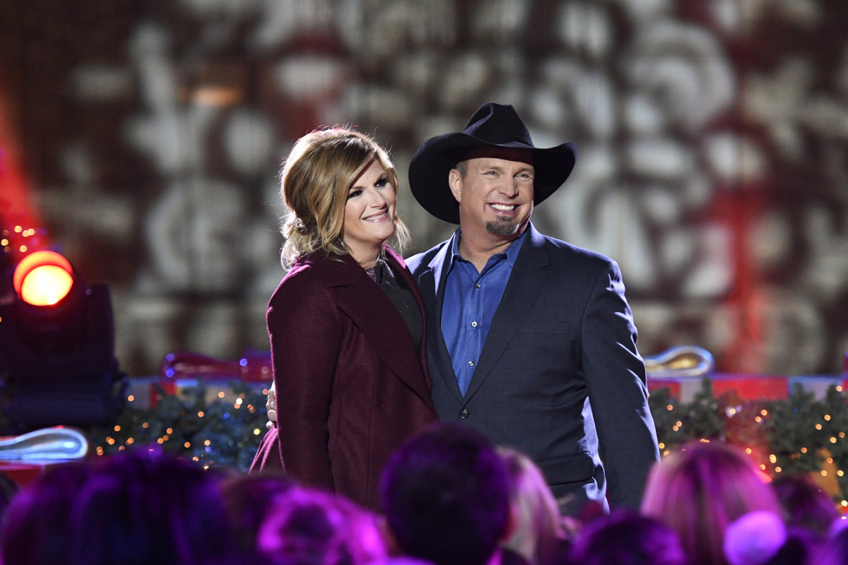 Trisha Yearwood and Garth Brooks rehearse for the 2016 'Christmas in Rockefeller Center' TV special.