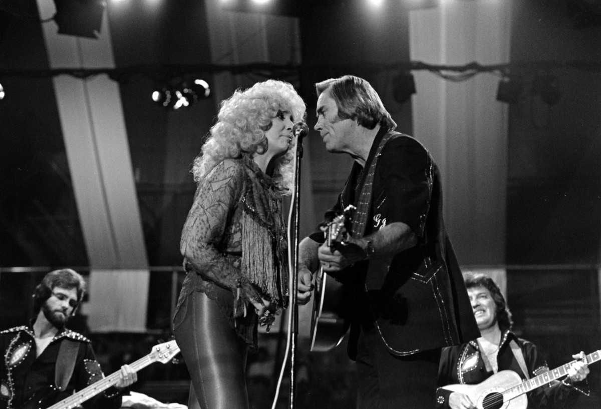 Tammy Wynette and George Jones singing