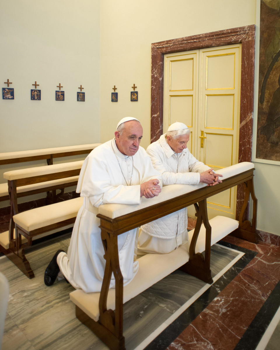 Pope Francis and Pope Benedict praying