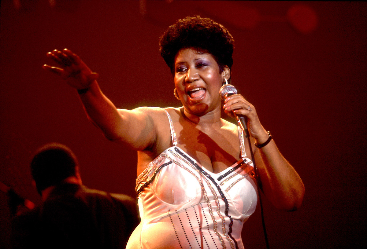 Aretha Franklin performs on stage at the Park West Auditorium, Chicago, Illinois, March 23, 1992