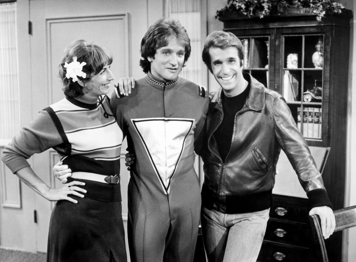 Penny Marshall, Robin Williams and Henry Winkler on the set of Mork & Mindy