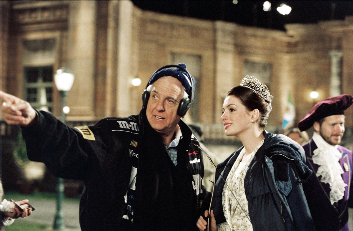 Garry Marshall directing Anne Hathaway in the Princess Diaries