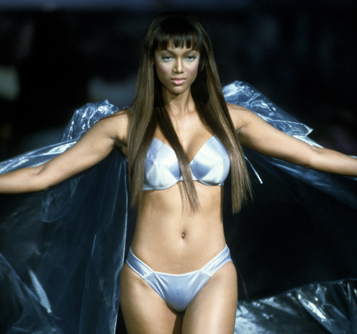 49e8752906 Naomi campbell and black models who owned the runway biography jpg  1200x1123 Tyra banks lingerie