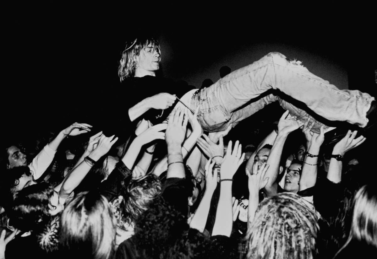 Kurt Cobain crowd surfing