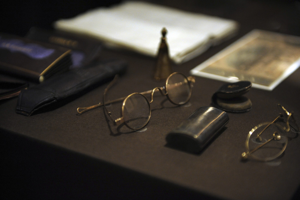 What Abraham Lincoln Was Carrying in His Pockets the Night He Was Killed