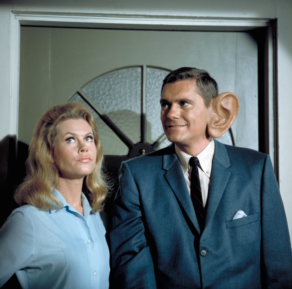 Elizabeth Montgomery and Dick York in 'Bewitched'