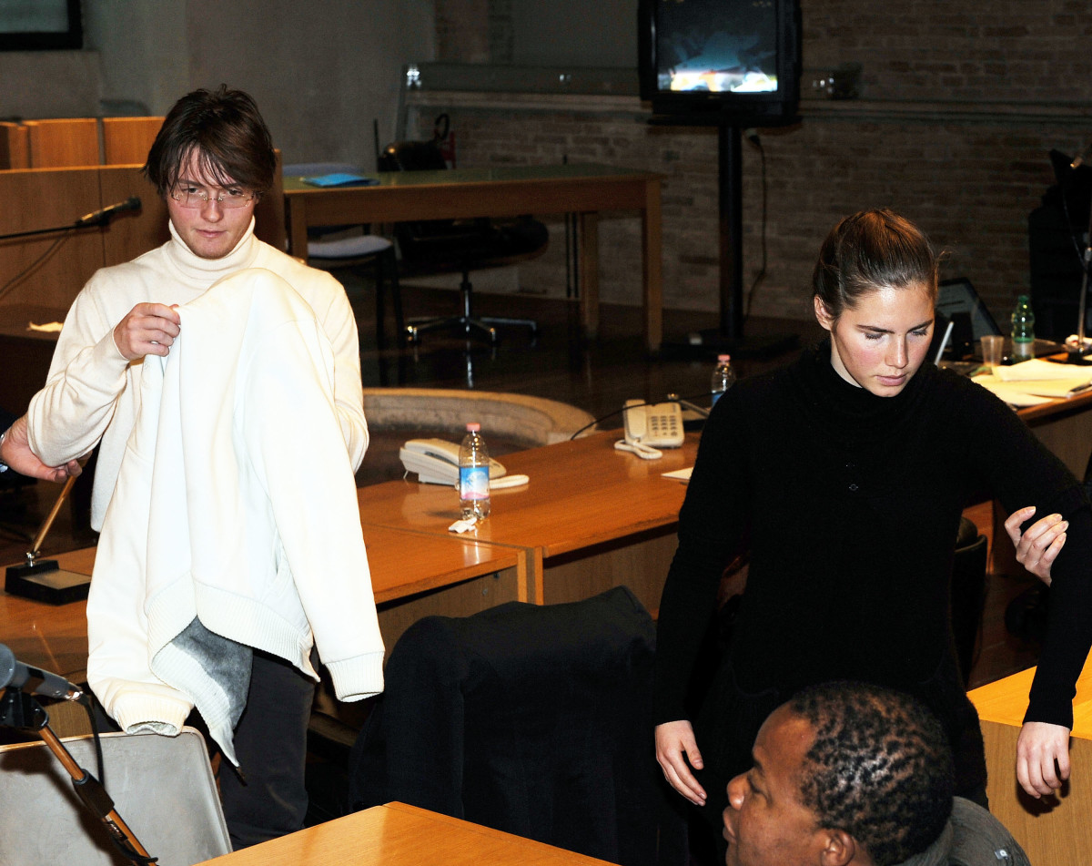 Amanda Knox and Raffaele Sollecito take their seats as they attend the Meredith Kercher murder trial on December 1, 2009, in Perugia, Italy