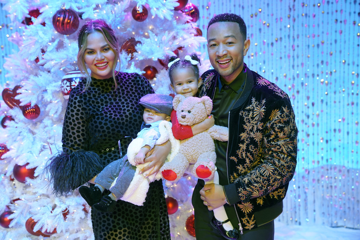 Chrissy Teigan and John Legend with their children Miles (L) and Luna (R) in 2018