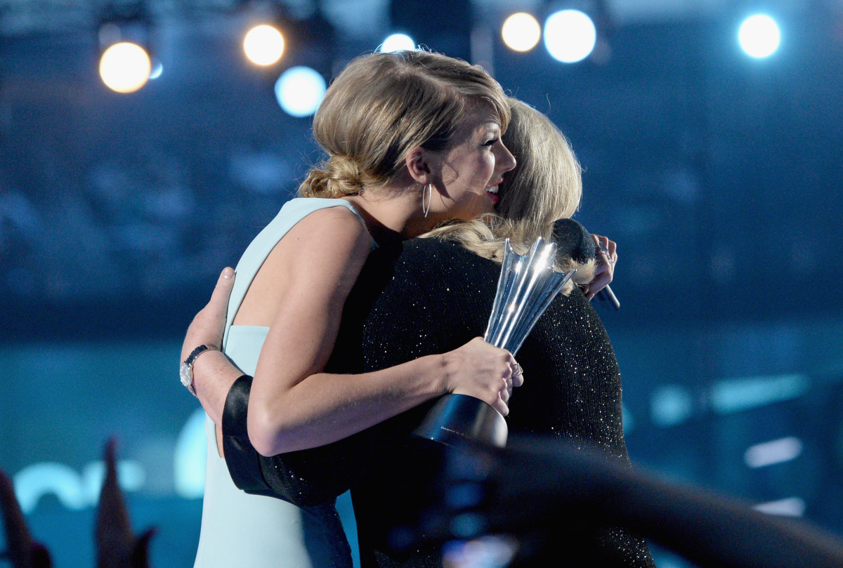 Taylor Swift mom Andrea Swift