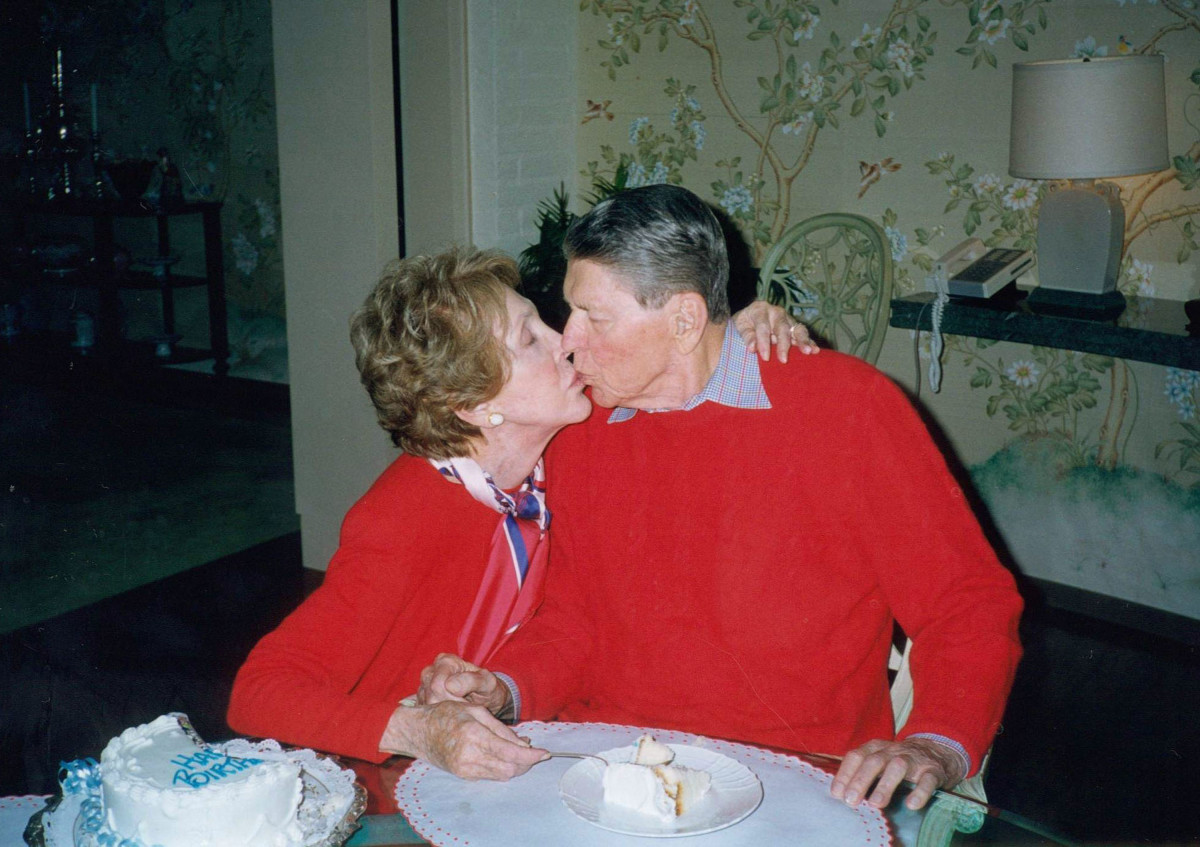 Ronald Reagan gets a kiss from his wife Nancy on his 89th birthday on February 6, 2000, at their home in Bel Air, California