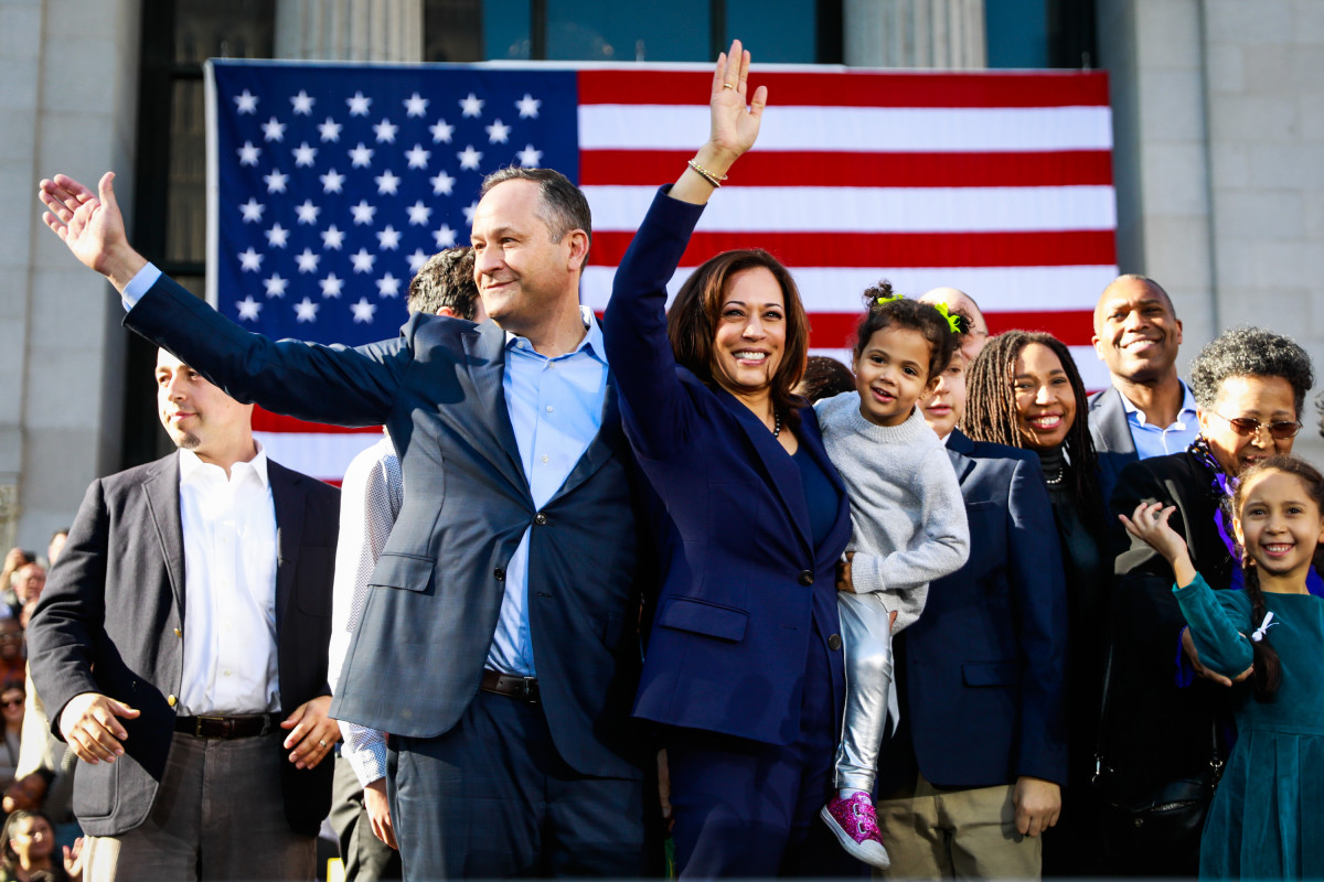 Kamala Harris holds her niece Amara as she and her husband, Doug Emhoff, wave to the crowd after hosting her first presidential campaign rally in Oakland, California on January 27, 2019
