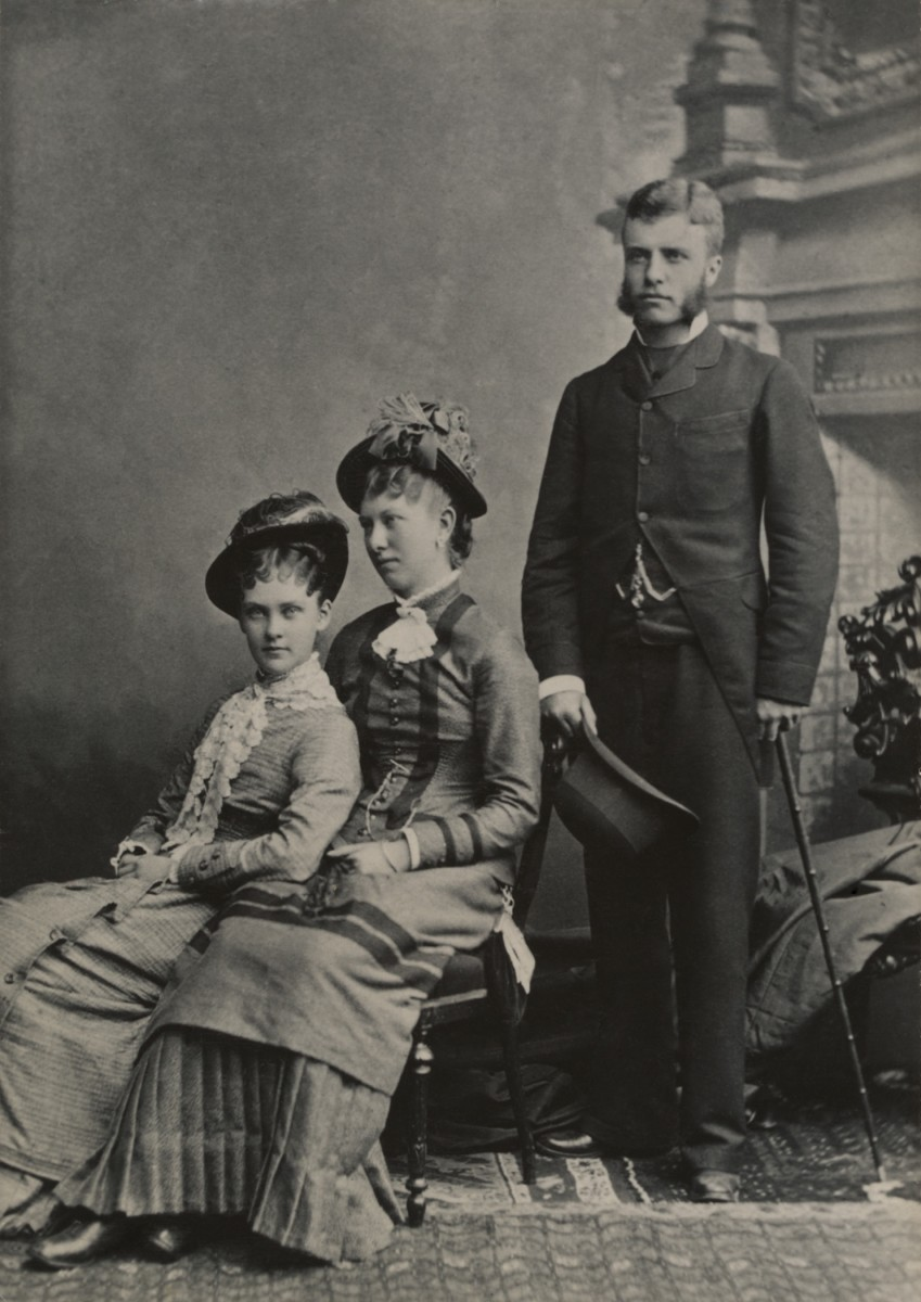 Theodore Roosevelt with Alice Hathaway Lee and her cousin.