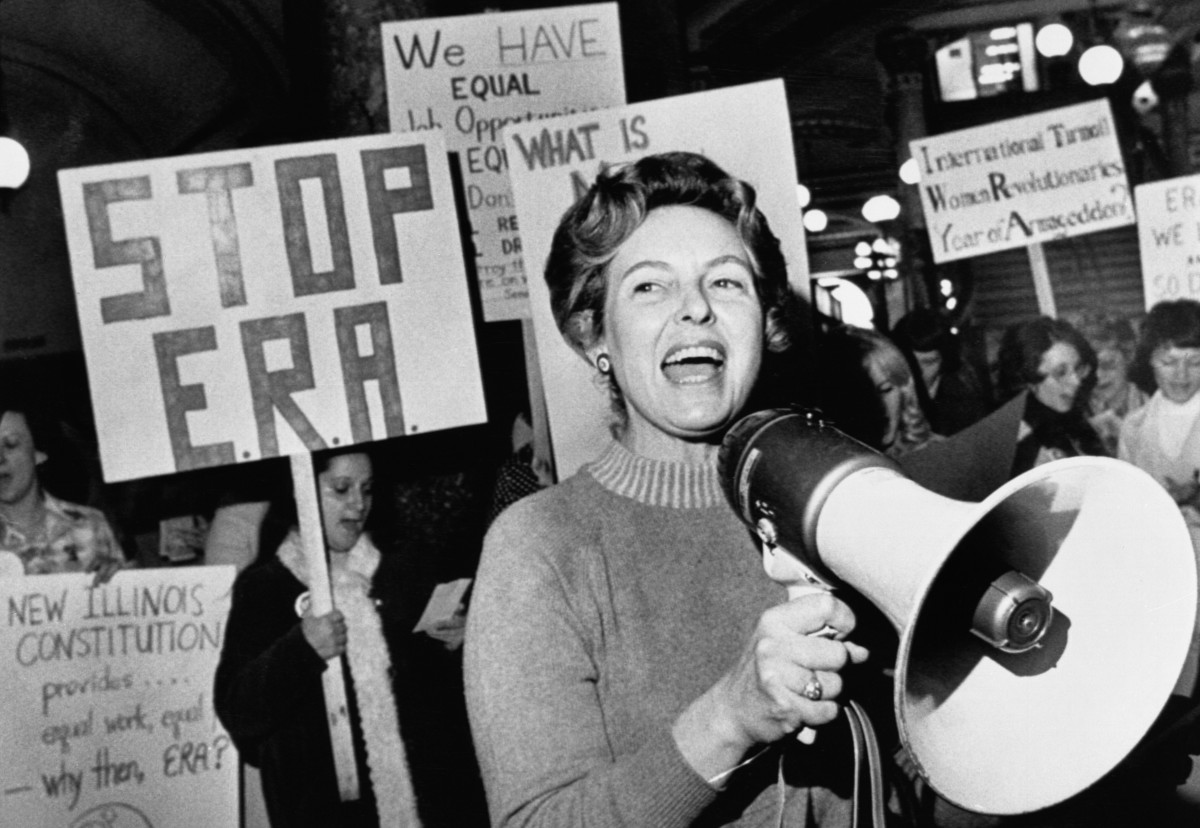Phyllis Schlafly leads members opposed to the equal rights amendment in a song