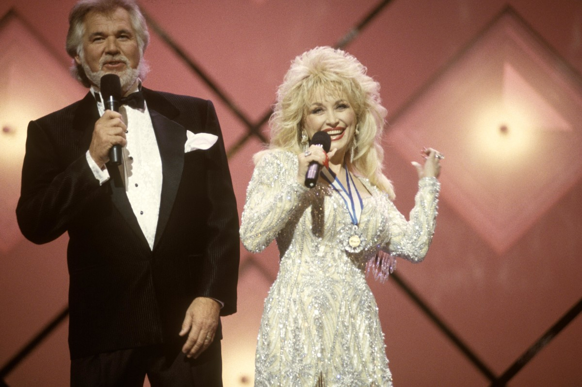 Kenny Rogers and Dolly Parton singing